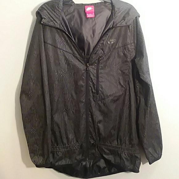 39ab592829 NIKE Women s hooded windbreaker rain coat jacket. M 5a885b05a6e3ea47e21478a2